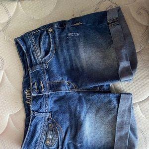 Like new 5in denim shorts